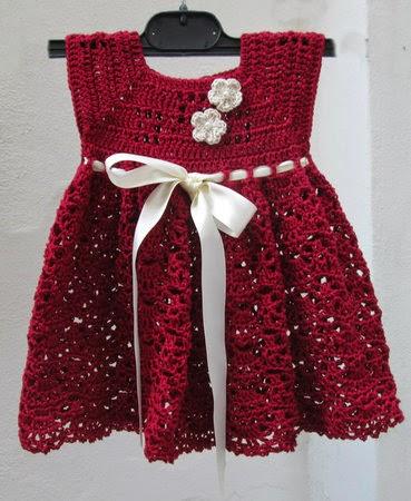 Vestitino bimba ai ferri Vestitino realizzato ai ferri in cotone fucsia e stoffa con fiorellini provenzali. L'ho fatto per mia nipote che ha cinque anni e ne è veramente innamorata.