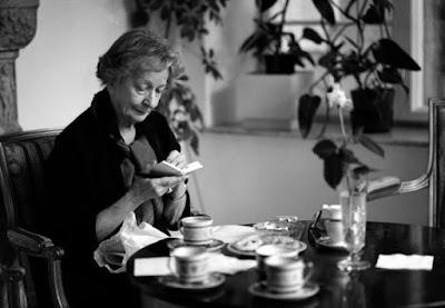 wislawa che legge - O mundo como um palco: Um passeio pelo bosque de Wislawa Szymborska