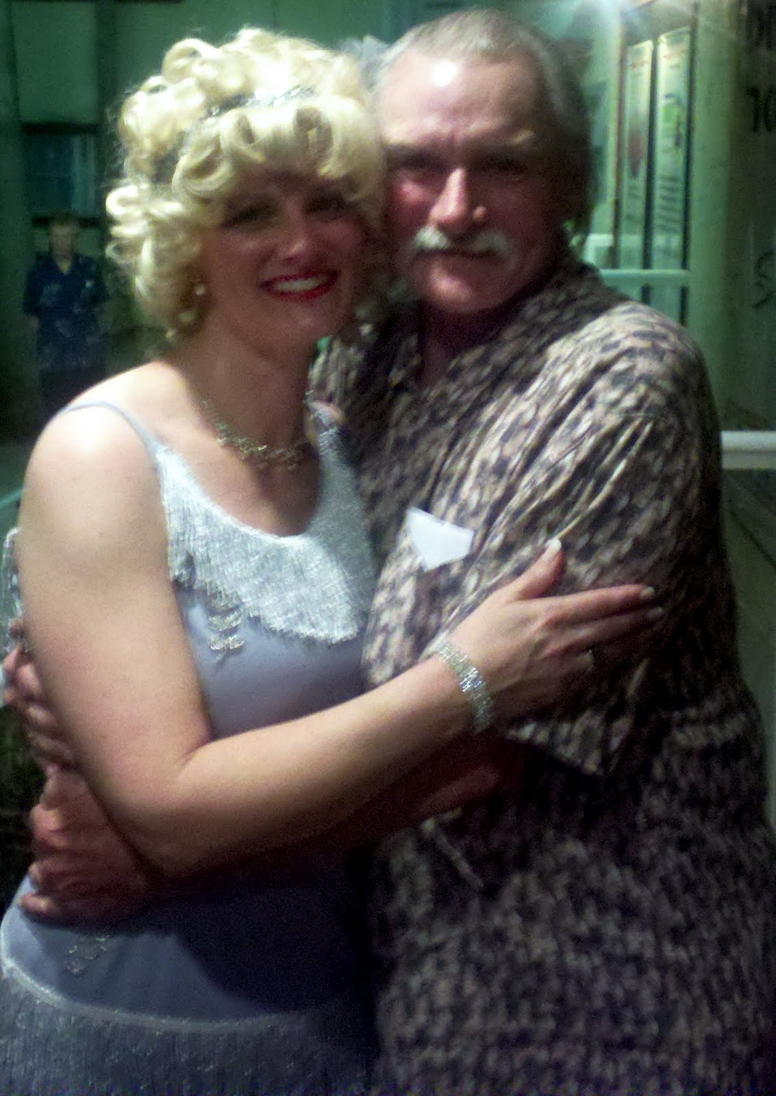 buzz worthy dickey betts at manatee players to see daughter in 39 singin 39 in the rain 39
