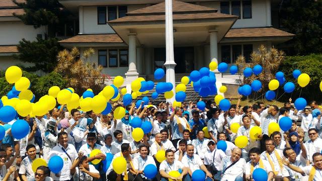Foto bersama di halaman Perum Perhutani Divre Jabar Banten.