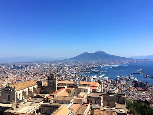 Neapol, baza noclegowa wśród rewelacyjnych okolic.