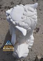 Patung singa samsi dibuat dari batu putih, batu paras jogja, batu alam asal gunungkidul, yogyakarta.