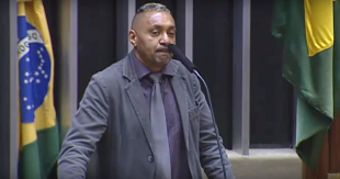 Em seu primeiro e último discurso na Câmara, Tiririca diz sair decepcionado