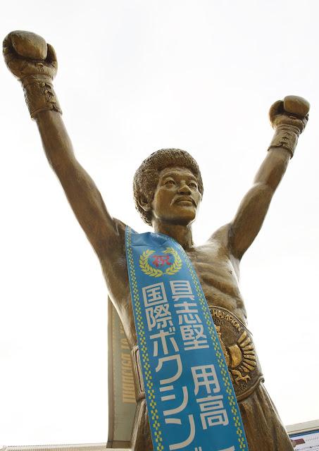 具志堅さんの銅像の写真