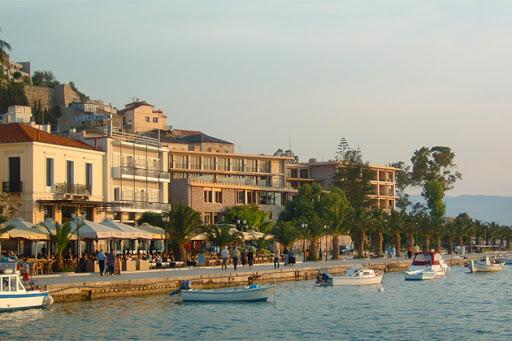 Ναύπλιο: Εξοντωτικό πρόστιμο 10.000€ και λουκέτο 15 ημερών - Γιαυτό έπεσε στην θάλασσα ο ιδιοκτήτης της καφετέριας