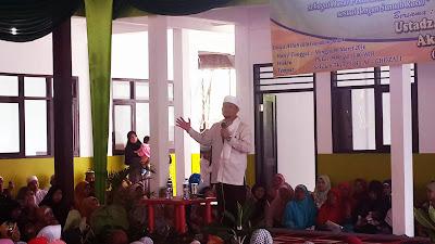 Artis Religi Penceramah Ustadz Akri Patrio