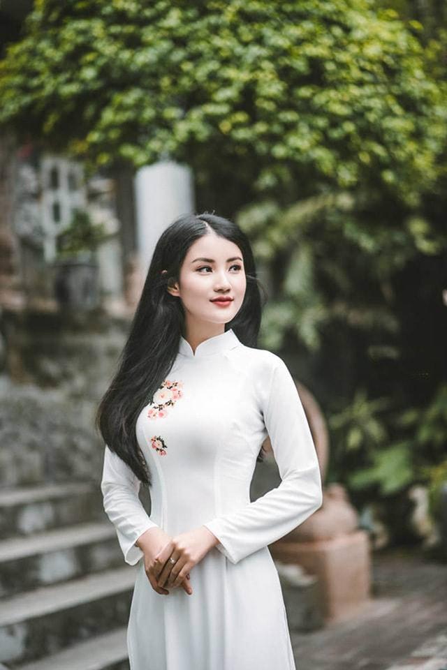 Hoa khôi ĐH Tài Nguyên Môi trường thướt tha trong tà áo dài trắng - Ảnh 8