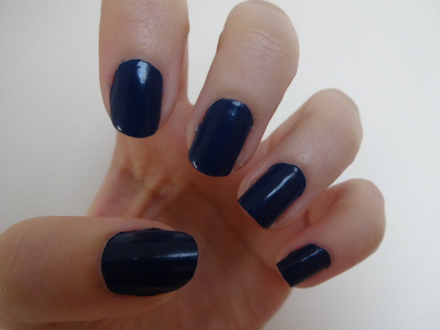 NOTD: Navy Blue Nails 1