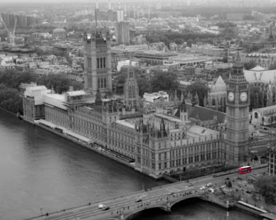 London bus and houses of parliament_by_Laurence Norah
