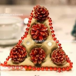 http://manualidades.facilisimo.com/blogs/general/manualidades-de-reciclaje-un-arbol-de-navidad-hecho-con-cartones-de-huevos_973902.html