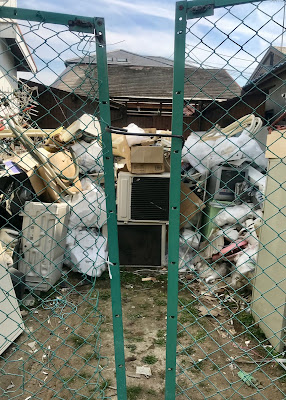 Jalan Jalan (61): Stuff deserted and unrestrained...