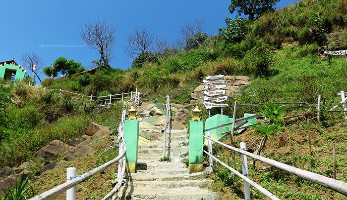 Menuju Puncak Bukit Samboja