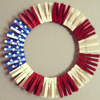 Make these 10 gorgeous yet easy patriotic wreaths that will brighten up your home, perfect for Memorial Day, 4th of July, and other patriotic holidays. - clothes pin wreath.