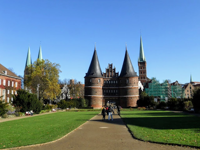 Day trips from Hamburg: Holstentor in Lübeck