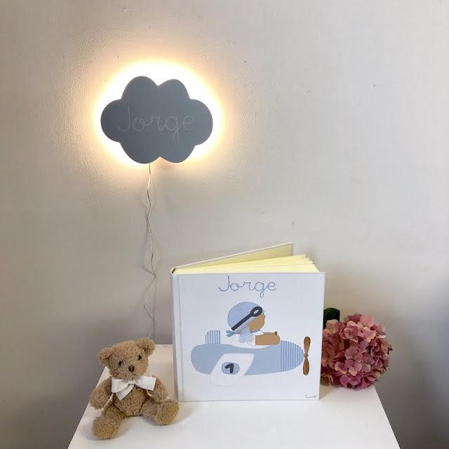 Ideas regalo para bebés : álbum y aplique de nube para la pared