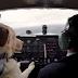 Cachorros aprendem a pilotar avião – de verdade, veja o vídeo