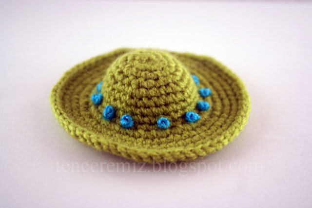 tığ işi minik şapka anahtarlık