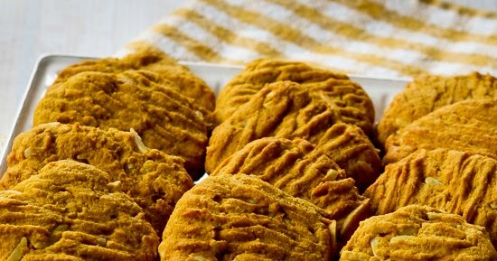 ... Low-Sugar and Whole Wheat Pumpkin Almond Cookies (with Coconut Oil