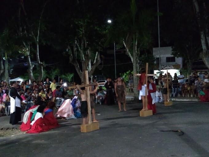 Jovens de Cruz das Almas realizam peça teatral para marcar a paixão e morte de Cristo