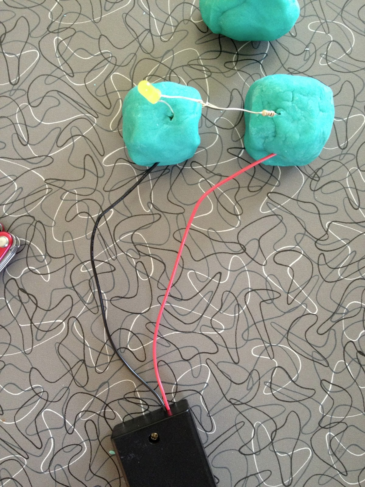 Squishy Circuits And Lessons In Failure For Science Four Lakes How To Make Batteries Dough After A Few Failures Involving Dead Poor Contact With The We Had Success Lighting Up An Led Through