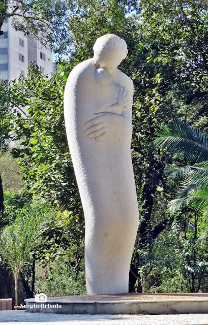 Close-up da Escultura Mãe - Parque Buenos Aires - Higienópolis - São Paulo