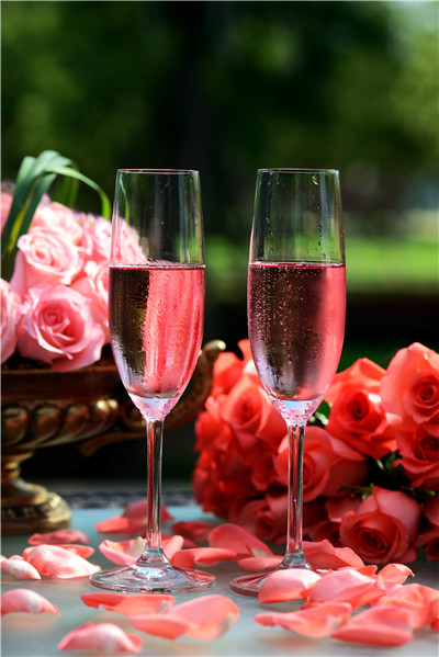 Rose wines have become favorites for Valentine's Day dinner pairings.