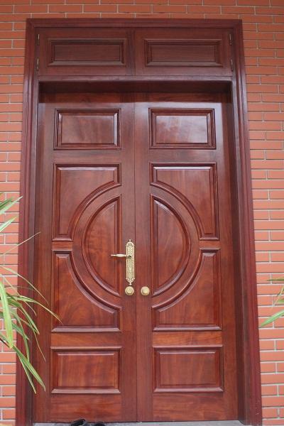 Cửa gỗ 2 cánh cửa đi