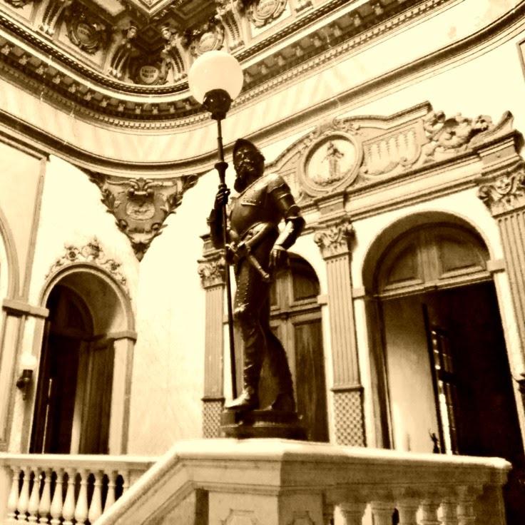 Estátua na escadaria do Palácio Cruz e Souza, Florianópolis