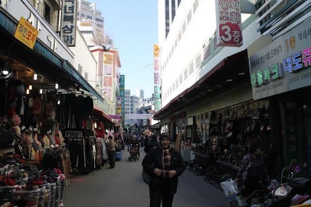 aku hanya mengambik teksi ke Namdaemun Market dengan bayaran  Korea Day 1 Part 2 Shopping Di Namdaemun