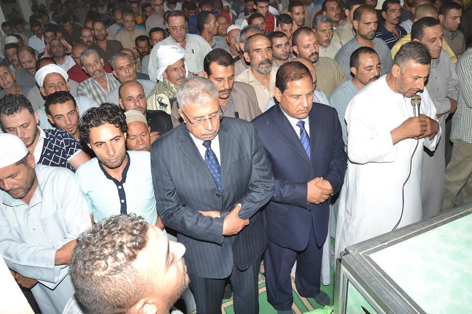 محافظ الغربية ومديرأمن الغربية يتقدموا جنازة الشهيد ابن قرية ابشواى الملق مركز قطور