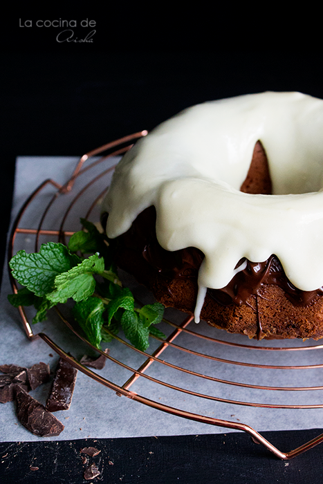bundt-cake-chocolate-glaza-mint-frosting