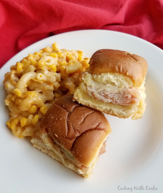 sliders on plate with macaroni and cheese and corn