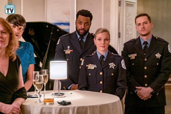 "NUP 185099 0089 595 Spoiler%2BTV%2BTransparent - Chicago PD (S06E11) ""Trust"" Episode Preview"
