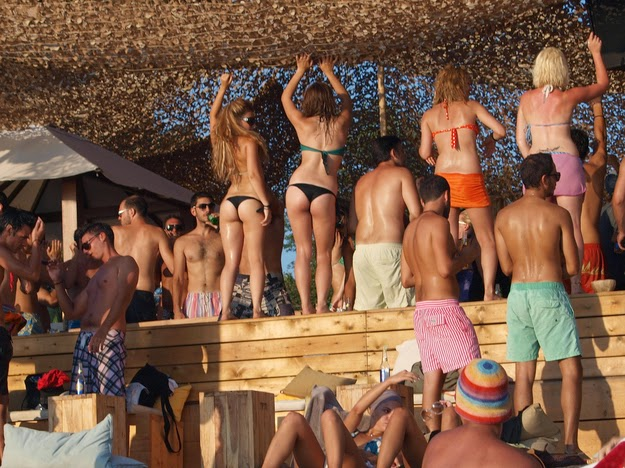 7. … and they party like it's their last day on Earth. - 49 Reasons To Love Hellas (Greece)
