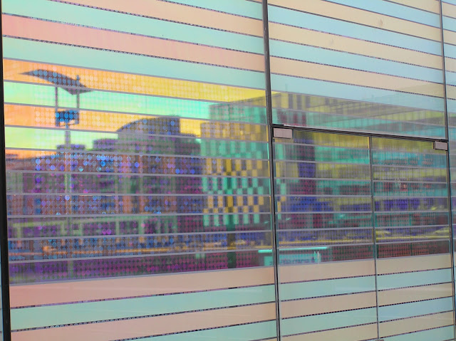 Multicolor in Docklands / By E.V.Pita