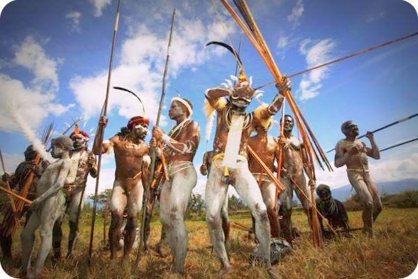 Langgar Tradisi, Dewan Adat La Pago Larang Penjualan Senjata dan Panah Perang