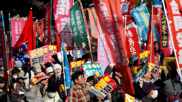 Japón: Piden la renuncia del primer ministro por un escándalo de favoritismo