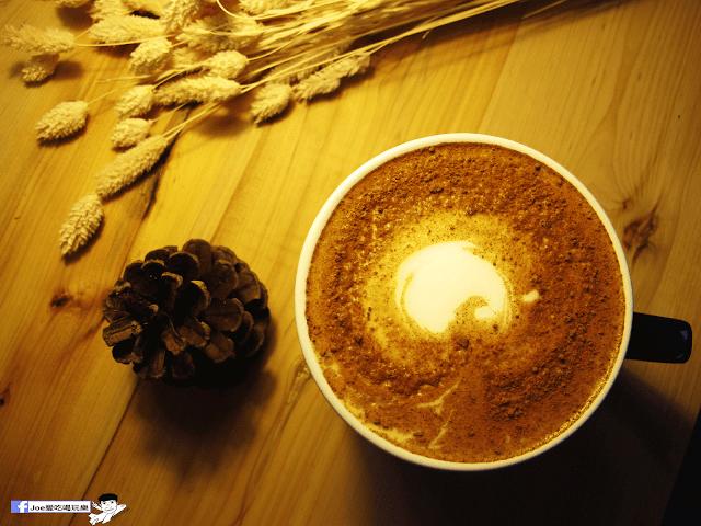 IMG 7124 - 【台中咖啡】台中老屋咖啡新力軍『復興咖啡』,不僅僅有濃濃的文青風,還有正妹老闆娘沖咖啡給你喝~