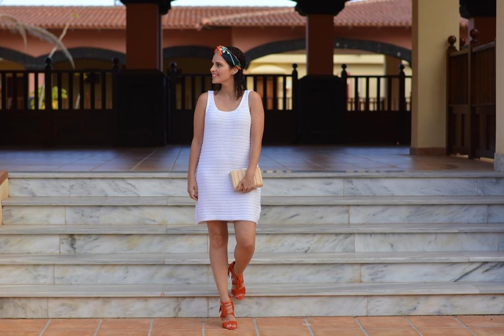 look-con-turbante-vestido-stradivarius-street-style
