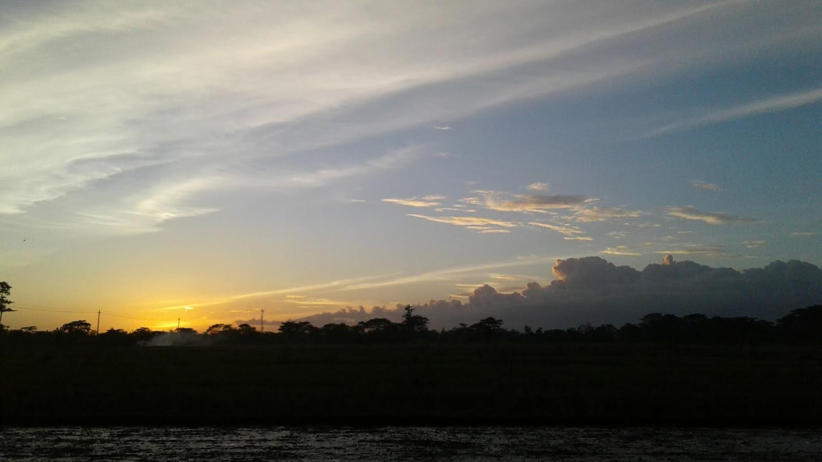 Melihat Indahnya Matahari Tenggelam Dari Desaku