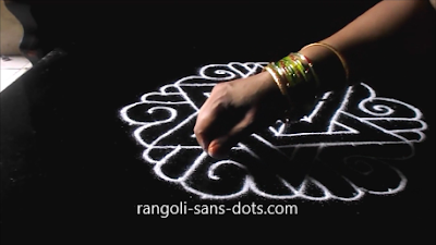 Sangu-kolam-with-dots-1211aj.jpg