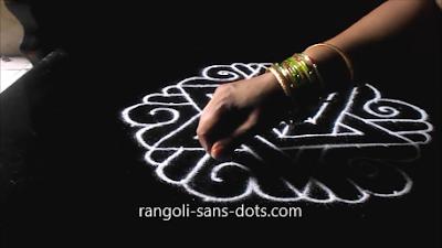 Sangu-kolam-with-dots-1211aj.jpg