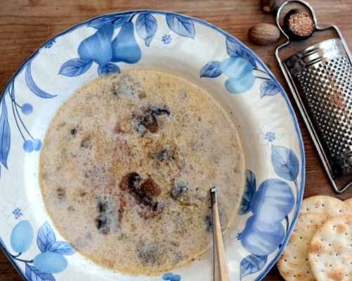 Homemade Mushroom Soup ♥ KitchenParade.com, a classic, just a few ingredients, nothing like canned soup. Low Carb.
