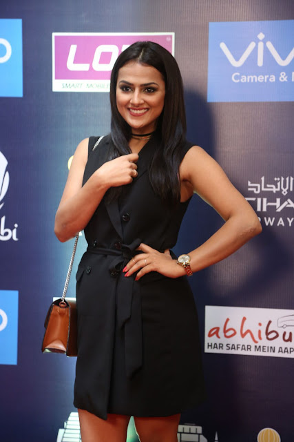 Actress Shraddha Srinath Stills in Black Short Dress at SIIMA Short Film Awards 2017  0015