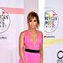 Η Jennifer Lopez έκανε την πιο sexy εμφάνιση στα βραβεία ΑΜΑs