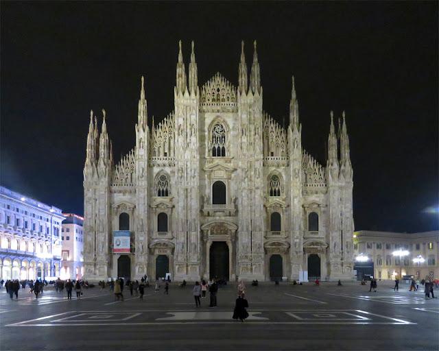 Duomo di Milano at night (Milan Cathedral), Piazza del Duomo, Milan