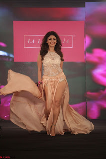 Manjari Phadnis Walks the Ramp At Designer Nidhi Munim Summer Collection Fashion Week (9).JPG