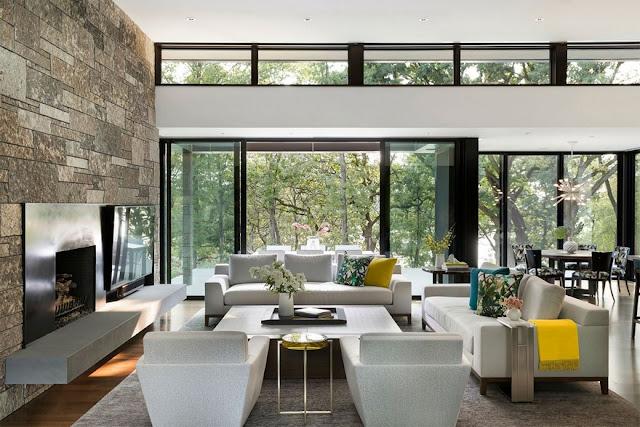 Phòng khách được bày biện thoáng rộng, tone trắng sang trọng view đồi