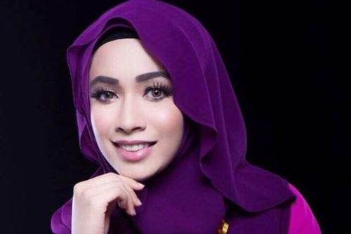 Lirik lagu Hati-Hati penyanyi Amira Othman, gambar Amira Othman, lagu tema drama Sha Dan Shah (Astro), Original Sound Track OST Sha Dan Shah (Astro)