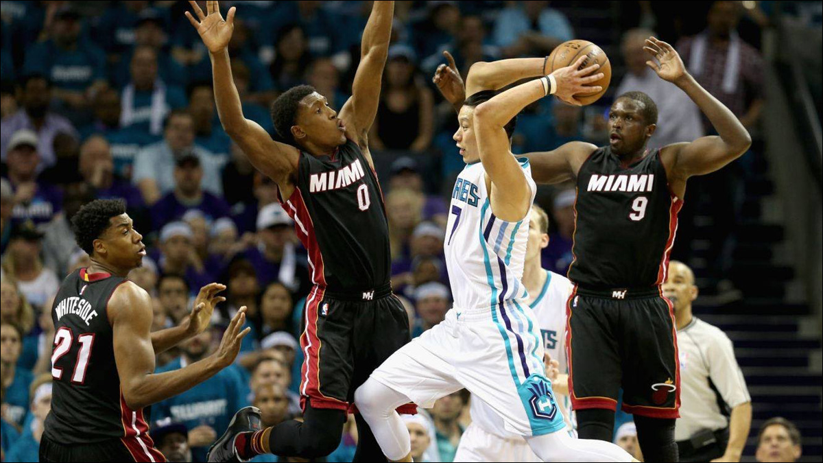 11cf019736c Jeremy Lin drops 21 points to help Hornets tie playoff series